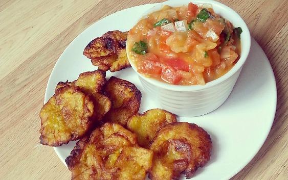 Colombian food, patacones con hogao